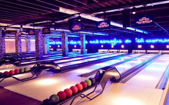 Queens Skate Dine Bowl bowling alley London