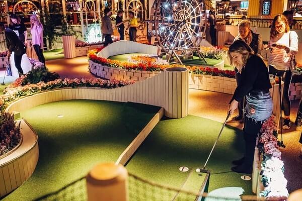 Swingers West End venue mini-golf