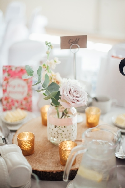 DIY flowers wdding table setting decorate your venue on a budget