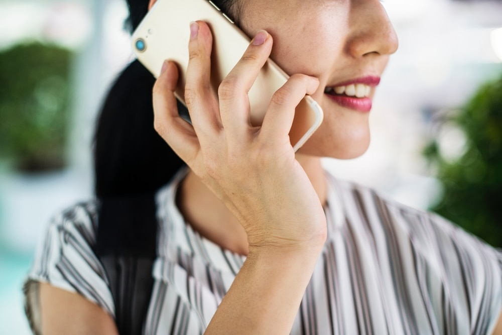 how to plan an event woman on phone
