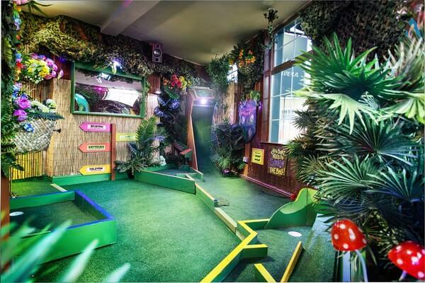 Plonk Hoxton London mini golf